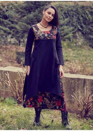 Çiçekli Püsküllü Yırtmaçlı Kayık Yaka Siyah Elbise