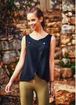 Kayık Yaka Düğmeli Anvelop Kolsuz Siyah Bluz