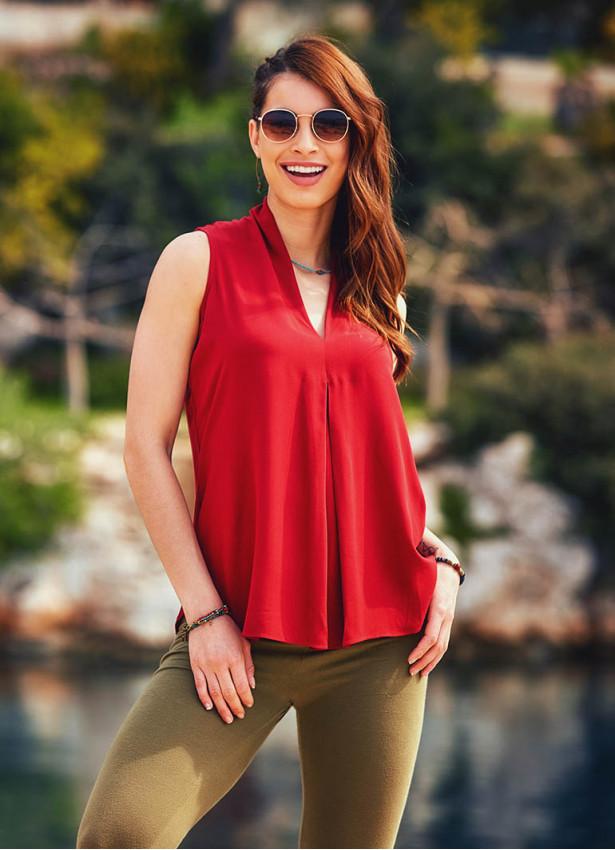 Otantik V Yakalı Ön Pilikaşe Detaylı Kırmızı Bluz