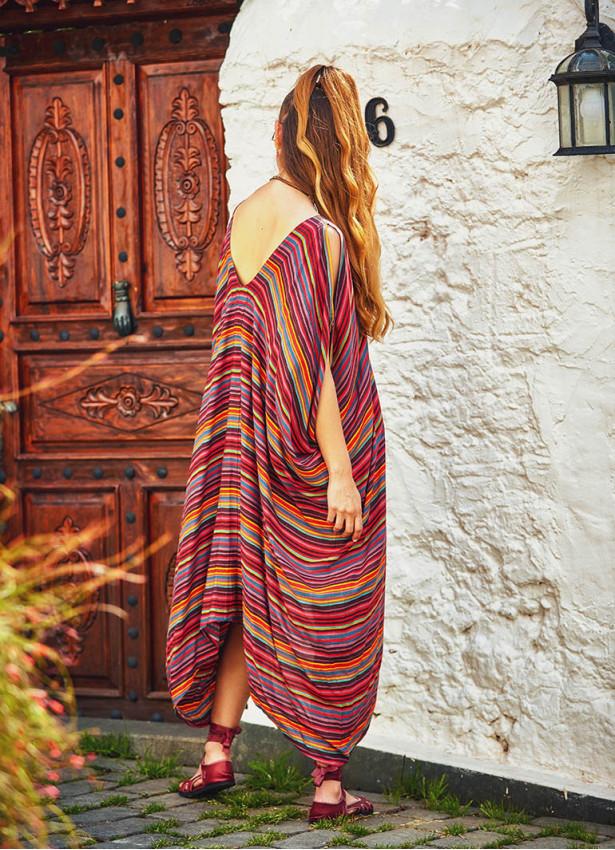 Kırmızı Çizgili Kayık Yaka Sırt Dekolteli Elbise