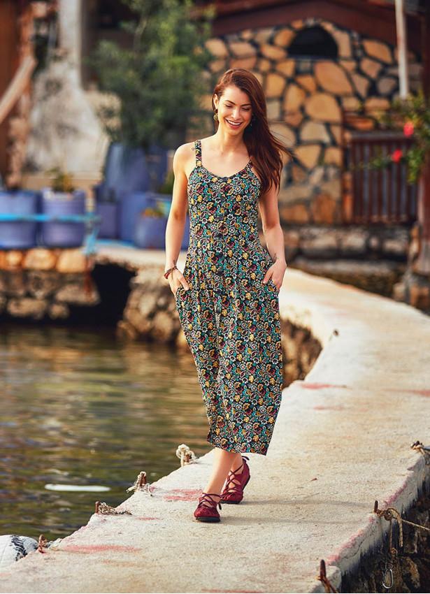 Etnik Çiçek Desenli Yırtmaçlı Askılı Bohem Elbise