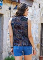Siyah Desenli Ön Pilikaşe Detaylı V Yaka Bluz