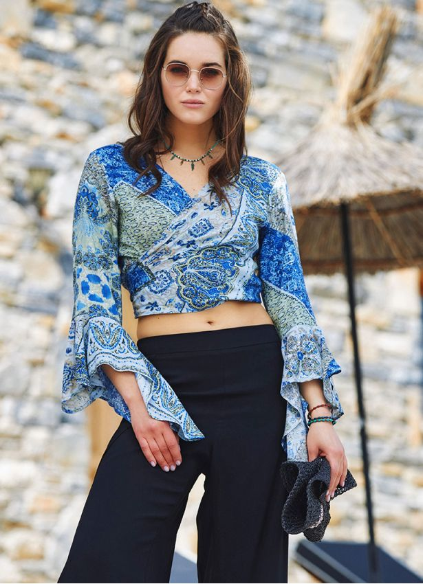 Mavi Desenli İspanyol Kol Crop Bluz