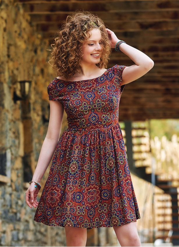 Sırtı Açık Kısa Retro Desen Elbise
