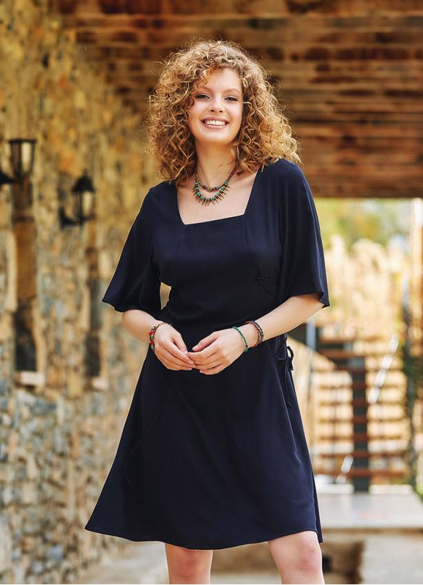 Siyah Yandan Bağlamalı Kare Yaka Elbise