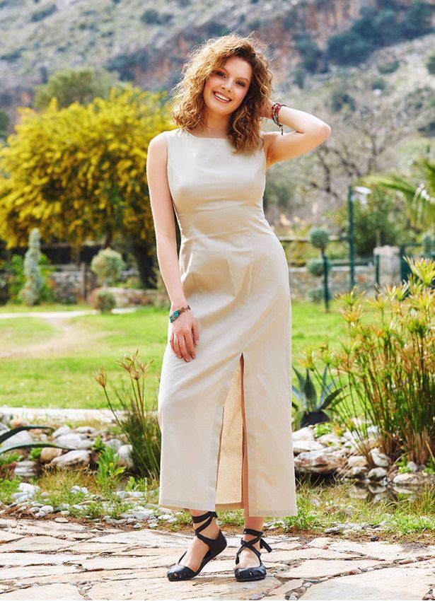 Yırtmaç Detaylı Sırt Dekolteli Krem Elbise