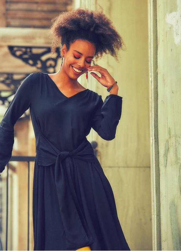 Kuşak Detaylı V Yaka Uzun Kollu Kloş Siyah Elbise