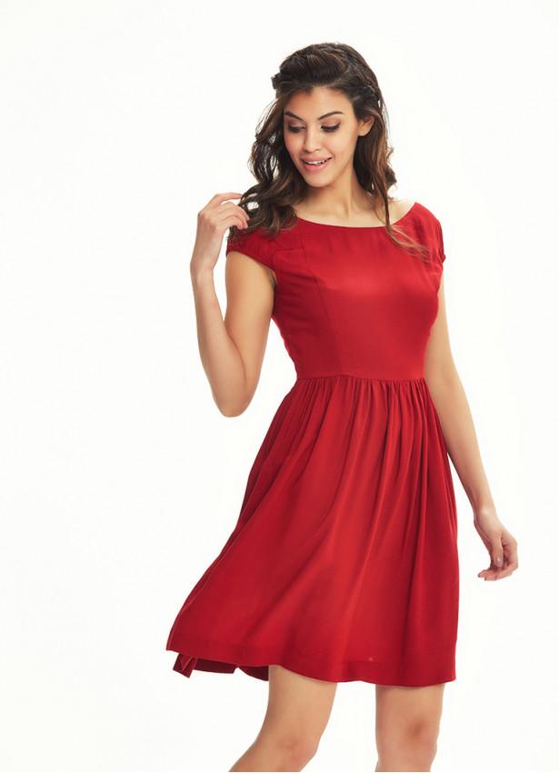 Sırtı Açık Kısa Kırmızı Elbise